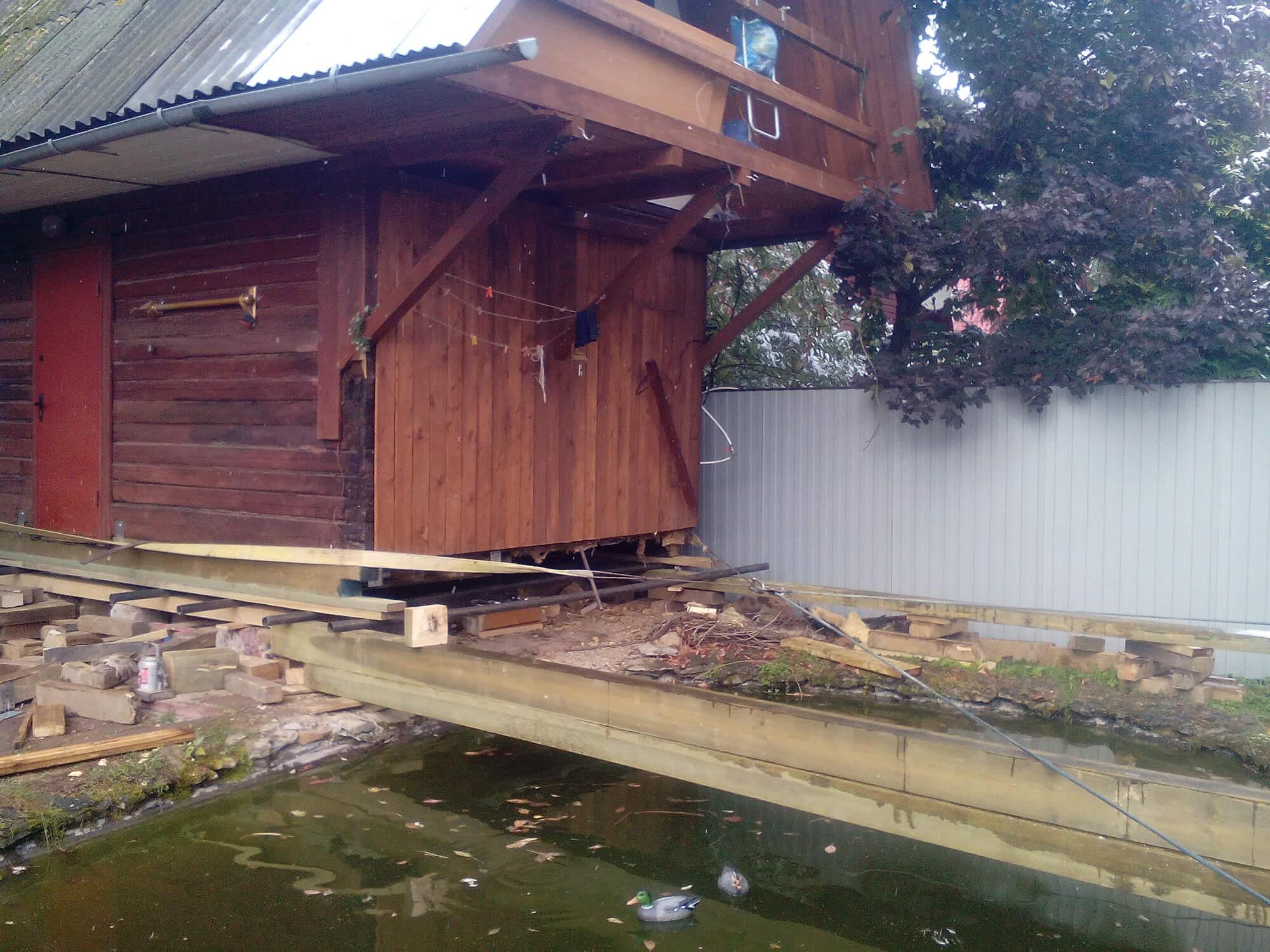 дом возле воды